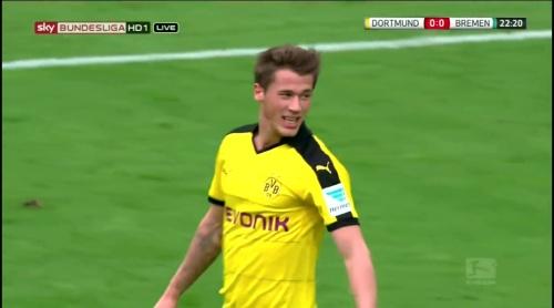 Erik Durm - Dortmund v Bremen 2