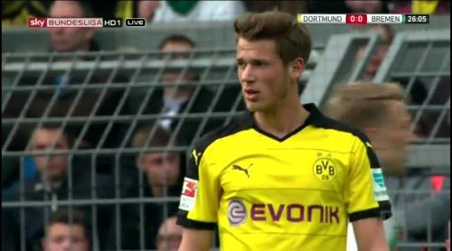 Erik Durm - Dortmund v Bremen 3