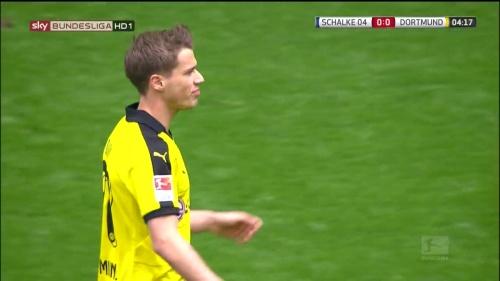Erik Durm – Schalke v Dortmund 1