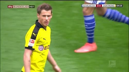 Erik Durm – Schalke v Dortmund 2