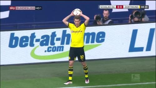 Erik Durm – Schalke v Dortmund 3