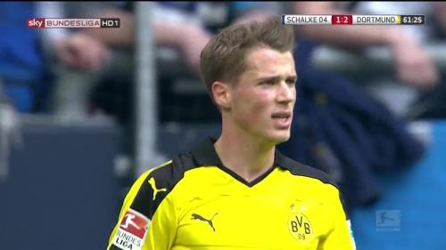 Erik Durm – Schalke v Dortmund 4