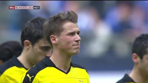 Erik Durm – Schalke v Dortmund 5