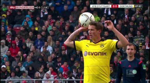 Erik Durm – Stuttgart v Dortmund 1