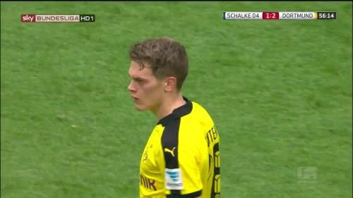 Matthias Ginter – Schalke v Dortmund 6