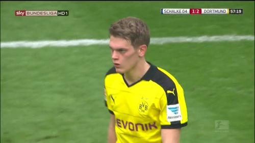 Matthias Ginter – Schalke v Dortmund 7