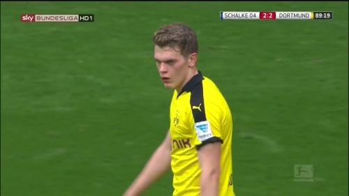 Matthias Ginter – Schalke v Dortmund 9