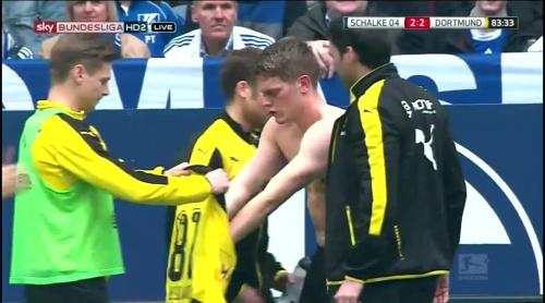 Matthias Ginter - Schalke v Dortmund 7