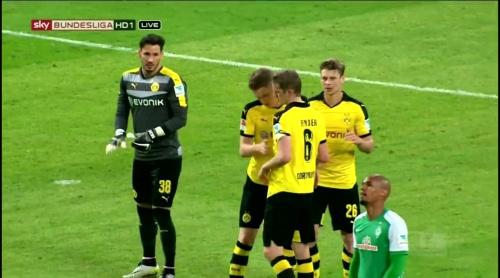 Roman Bürki - Dortmund v Bremen 3