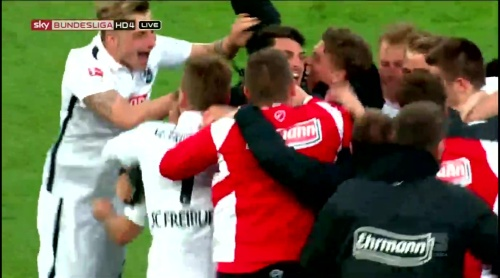 SC Freiburg celebrate promotion 29-04-16 1