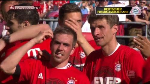Bayern Munich – Bundesliga Meister 2015-16 – Philipp Lahm & Thomas Müller 3
