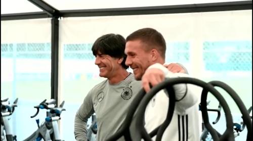 Joachim Löw & Lukas Podolski - Regeneration nach dem Slowakei Spiel 2