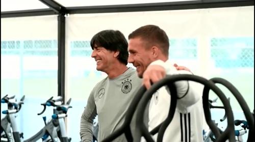 Joachim Löw & Lukas Podolski - Regeneration nach dem Slowakei Spiel 3