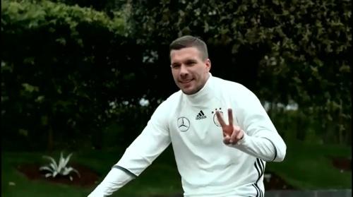 Lukas Podolski - Regeneration nach dem Slowakei Spiel 1