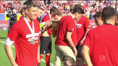 SC Freiburg - Meister der 2.Bundesliga 2015-16 - Alexander Schwolow