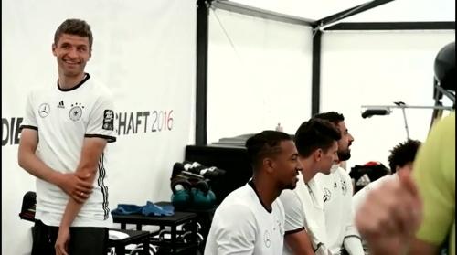 Thomas Müller - Regeneration nach dem Slowakei Spiel 1