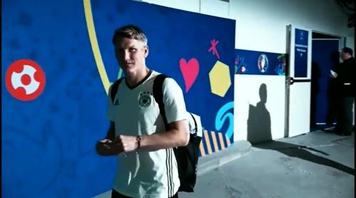 Bastian Schweinsteiger - Als Gruppensieger zurück nach Evian