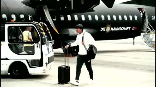 Joachim Löw - Anreise nach Lille 1