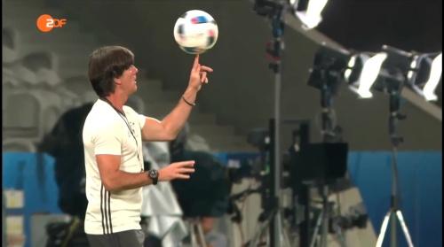 Joachim Löw – ZDF video 11-06-16 5