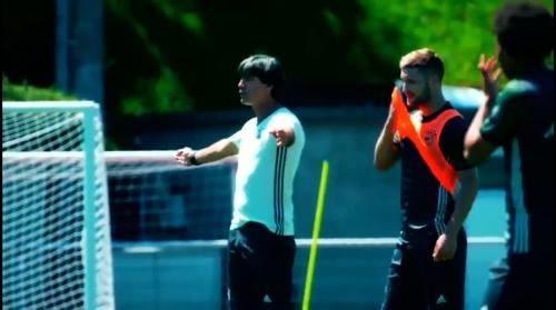 Joachim Löw - Training nach dem 3-0 Sieg über die Slowakei 1