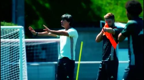 Joachim Löw - Training nach dem 3-0 Sieg über die Slowakei 2