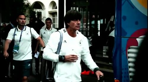Joachim Löw - Vor Slowakei Spiel - Anreise nach Lille 6