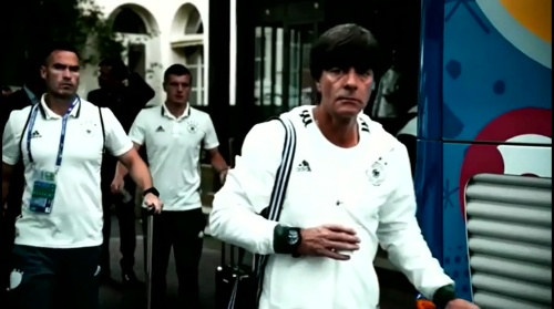 Joachim Löw - Vor Slowakei Spiel - Anreise nach Lille 7
