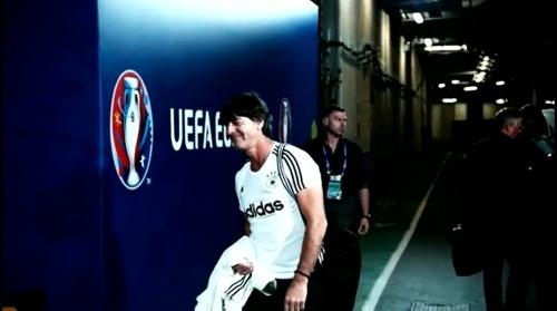 Joachim Löw - Vor Slowakei Spiel - Anreise nach Lille 8