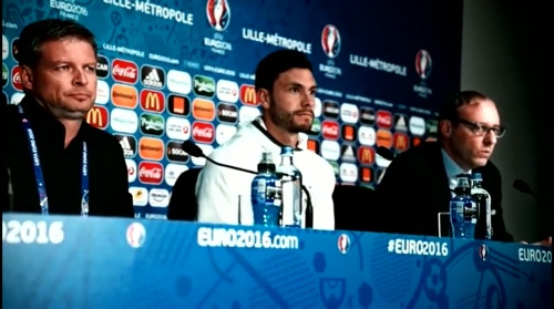 Jonas Hector - Vor Slowakei Spiel - Anreise nach Lille 2
