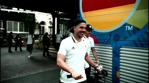 Lukas Podolski - Vor Slowakei Spiel - Anreise nach Lille