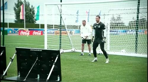 Manuel Neuer - 90 Minuten Training, 600 Unterschriftentrikots 1