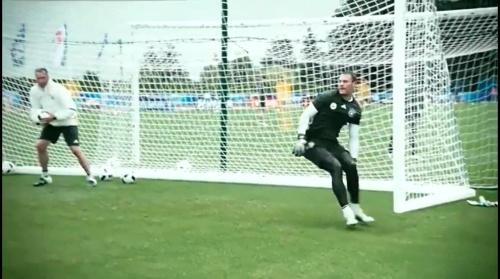 Manuel Neuer - 90 Minuten Training, 600 Unterschriftentrikots 2