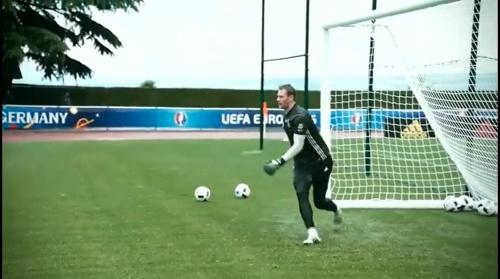 Manuel Neuer - 90 Minuten Training, 600 Unterschriftentrikots 3
