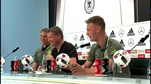 Manuel Neuer – PK 24-06-16 10