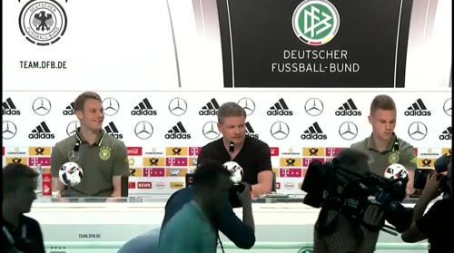 Manuel Neuer & Joshua Kimmich – PK 24-06-16 1