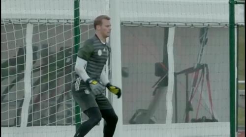 Manuel Neuer - Letztes Training in Evian vor dem zweiten Spiel 2
