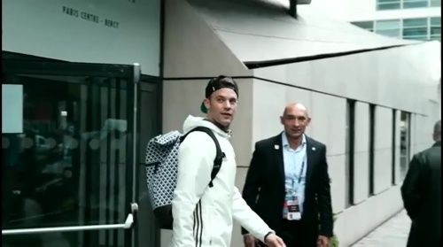 Manuel Neuer - Rückreise nach dem Polen-Spiel