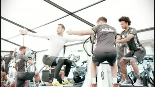 Manuel Neuer - Training und Schreibstunde 1