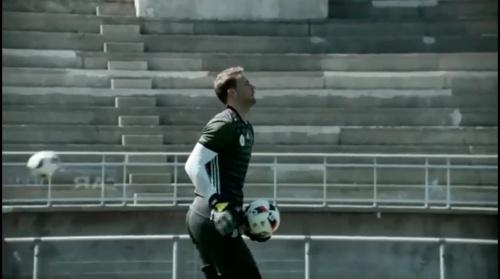 Manuel Neuer - Training und Schreibstunde 2