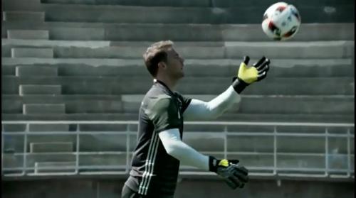 Manuel Neuer - Training und Schreibstunde 3