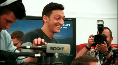 Mesut Özil - Mannschaft photo & Medientag