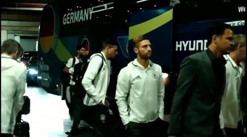 Shkodran Mustafi - Vor Polen-Spiel - Anreise nach Paris