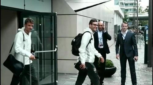 Thomas Müller & Jonas Hector - Rückreise nach dem Polen-Spiel