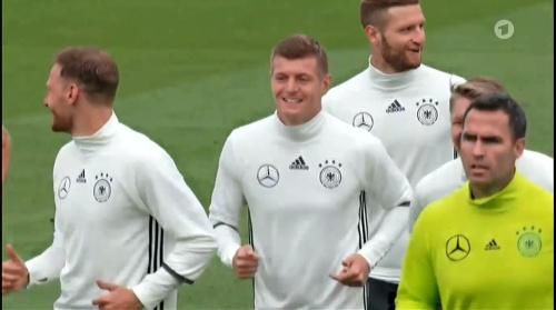Toni Kroos - EM Fieber 02-06-16 1