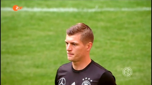 Toni Kroos - ZDF video 10-06-16 1
