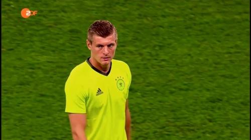 Toni Kroos - ZDF video 11-06-16 4