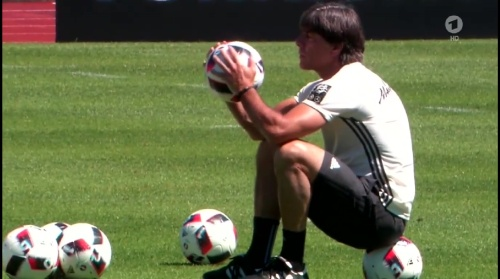 Joachim Löw – ARD video 04-07-16 9