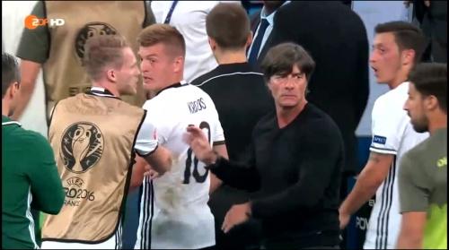 Joachim Löw – Deutschland v Frankreich 1st half (EM 2016) 17