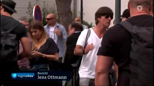 Joachim Löw – Die Mannschaft zurück in Deutschland 1