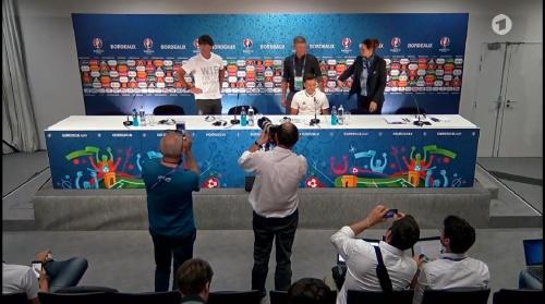 Joachim Löw & Mesut Özil – PK 01-07-16 2